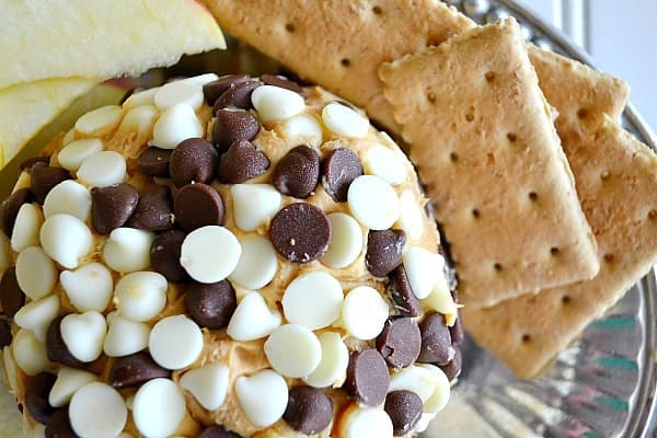 Made with a blend of Biscoff, brown sugar and cream cheese, this Biscoff Cheeseball is the ultimate in snacking decadence.