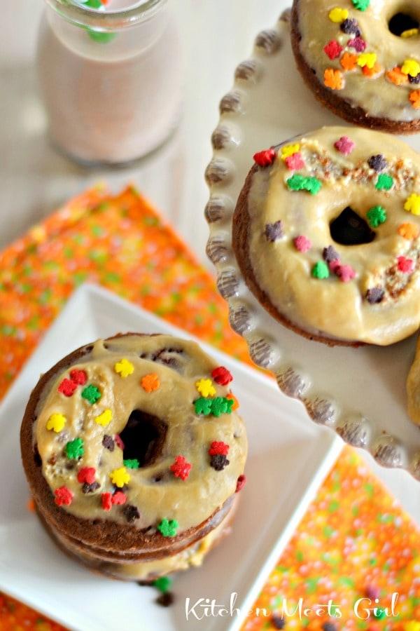 Baked Chocolate Biscoff Donuts with a Vanilla Biscoff Glaze #recipes #breakfast