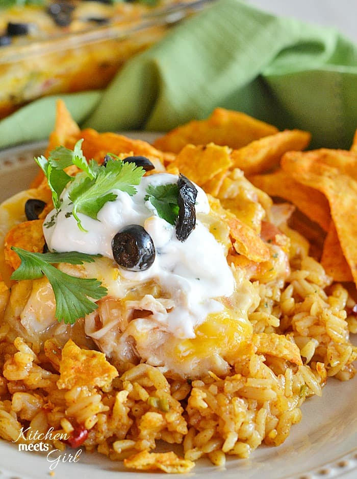 This cheesy chicken Doritos casserole comes together fast and easy, and will please even the pickiest of eaters! #recipe #dinner #Mexican