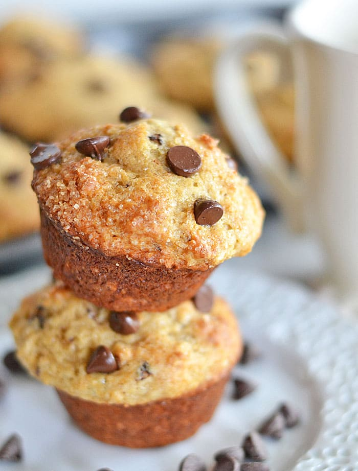These chocolate chunk muffins use Chobani Vanilla Chocolate Chunk greek yogurt - perfect for a quick and easy breakfast on the go! #recipes #muffins #chocolate