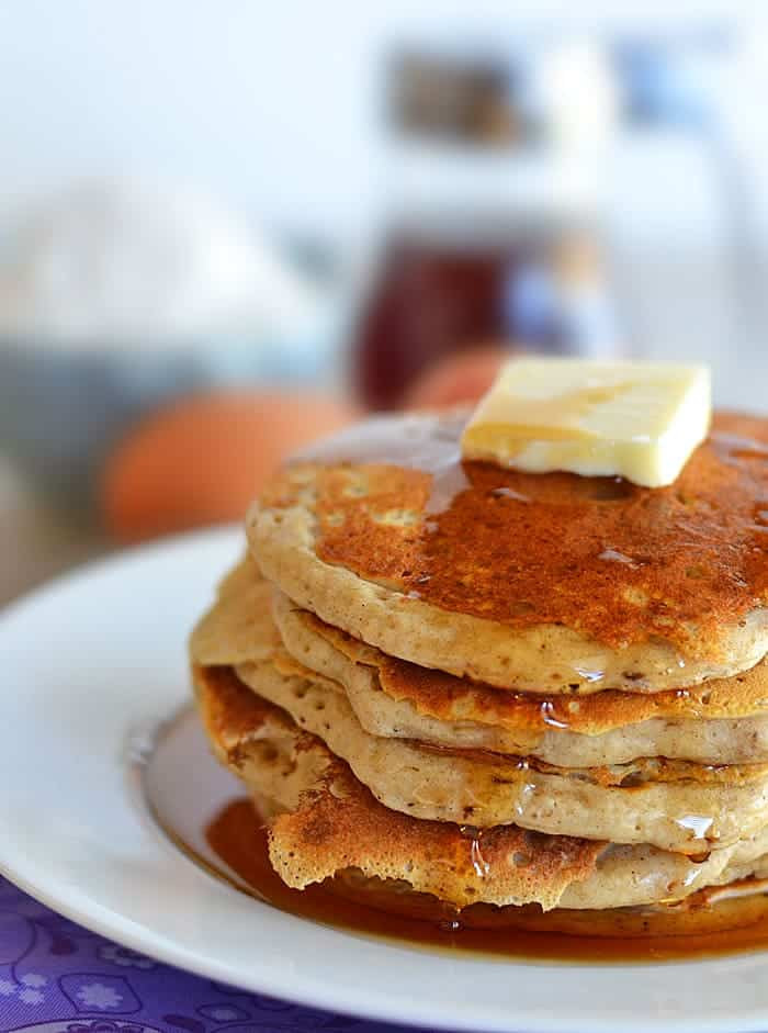This homemade instant pancake mix makes whipping up breakfast a snap - plus, no preservatives like those boxed mixes! #recipes #pancakes