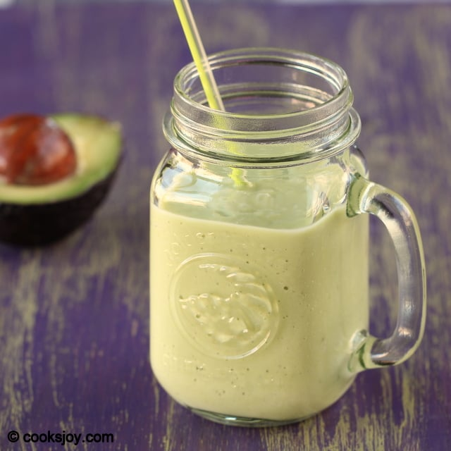 Avocado-Banana-Smoothie-1
