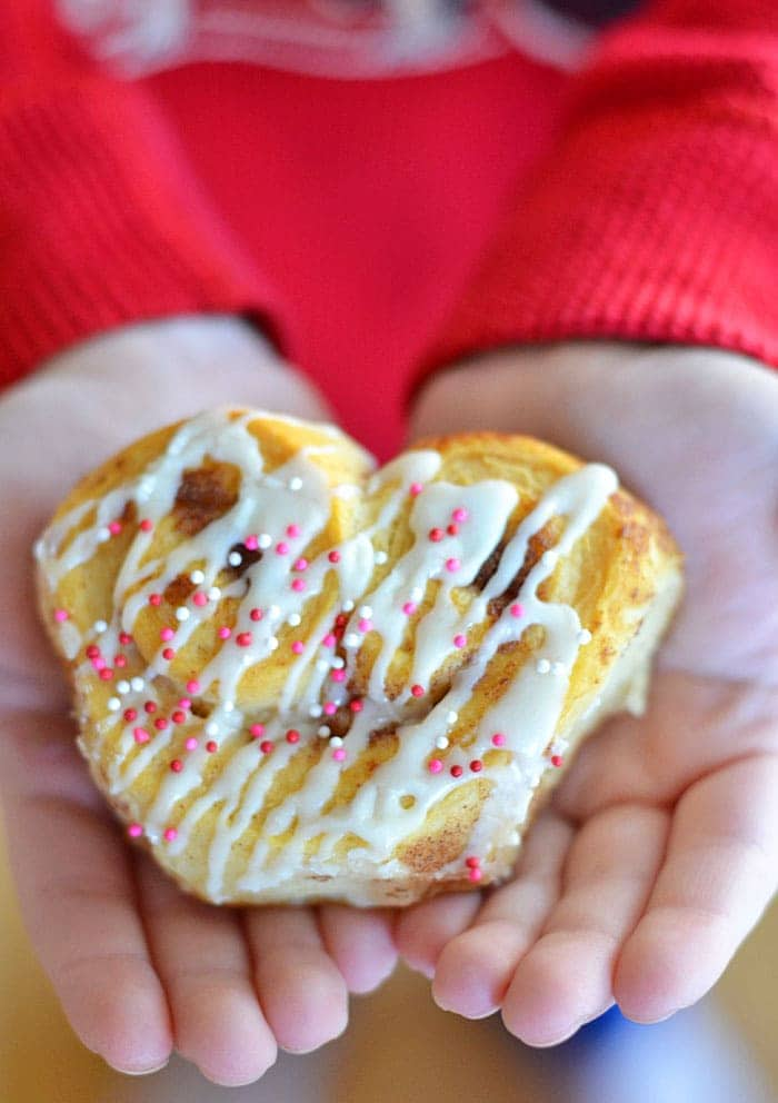 Heart-Cinnamon-Rolls