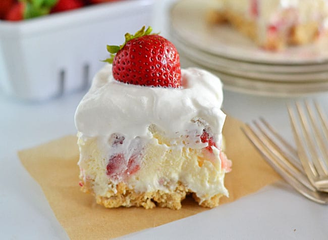 With layers of cream cheese, Cool Whip, cheesecake pudding and fresh strawberries, this Strawberry Cheesecake Lush will quickly become your new favorite summer dessert!